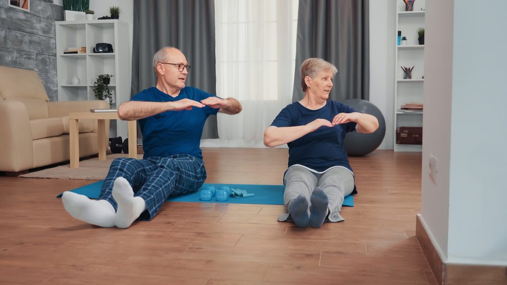 Personas mayores haciendo ejercicio